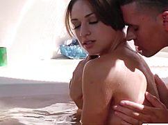 Зрелая учит молодую сексу и сама трахается с парнем подруги