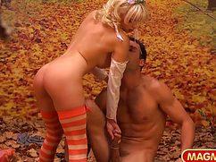 Сексапильную блондинку жестко поимел парень в лесу