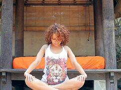 Голая гимнастка была оттрахана в нирване