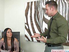 Успешный бизнесмен натянул секретаршу в своем офисе
