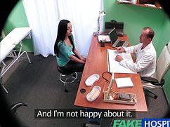 Блудливый доктор трахнул пациентку в своем рабочем кабинете