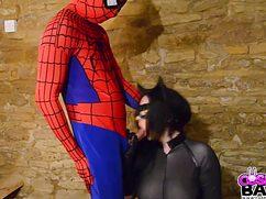 Необычный страстный секс в костюмах героях из комиксов