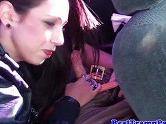 Молодые потаскухи сосут член в авто по дороге домой