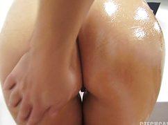 Дамуля на кастинге обмазала задницу маслом