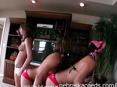 На домашней вечеринке девушки трусят сиськами