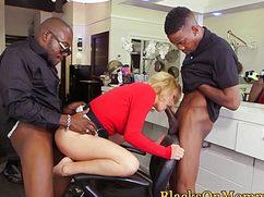 Чернокожие факеры ебут в два хуя сексапильную блондинку