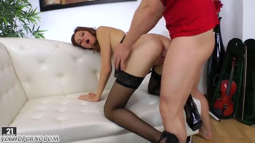 Молодая девушка подсматривает за сексом лучшей подруги и бурно мастурбирует и двигает бедрами видео онлайн