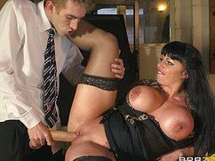 Страстная бабенка обрадовалась длинному мужскому пенису