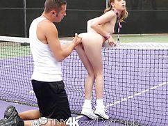 Теннисистка наставляет дырочку под член партнера
