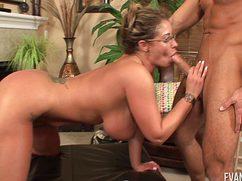 Училка занимается сексом с приятным соседским чуваком