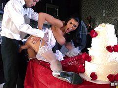 Кавалер со своей невестой поебались после свадьбы
