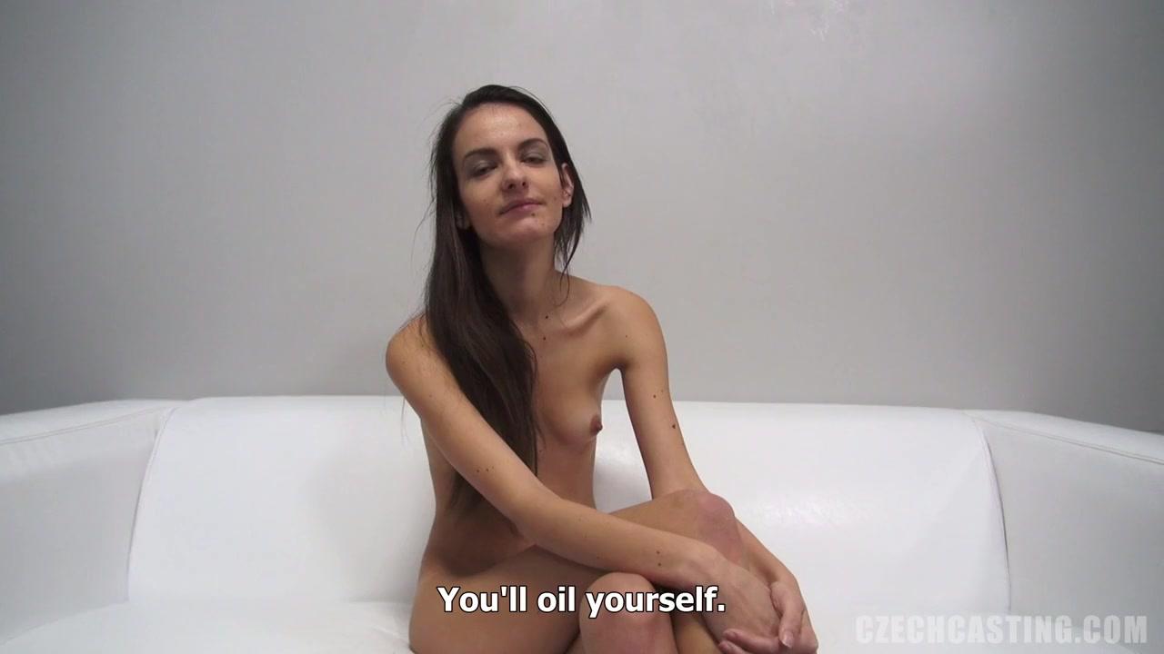 Видео худенькая девушка в очках раздевается — pic 15