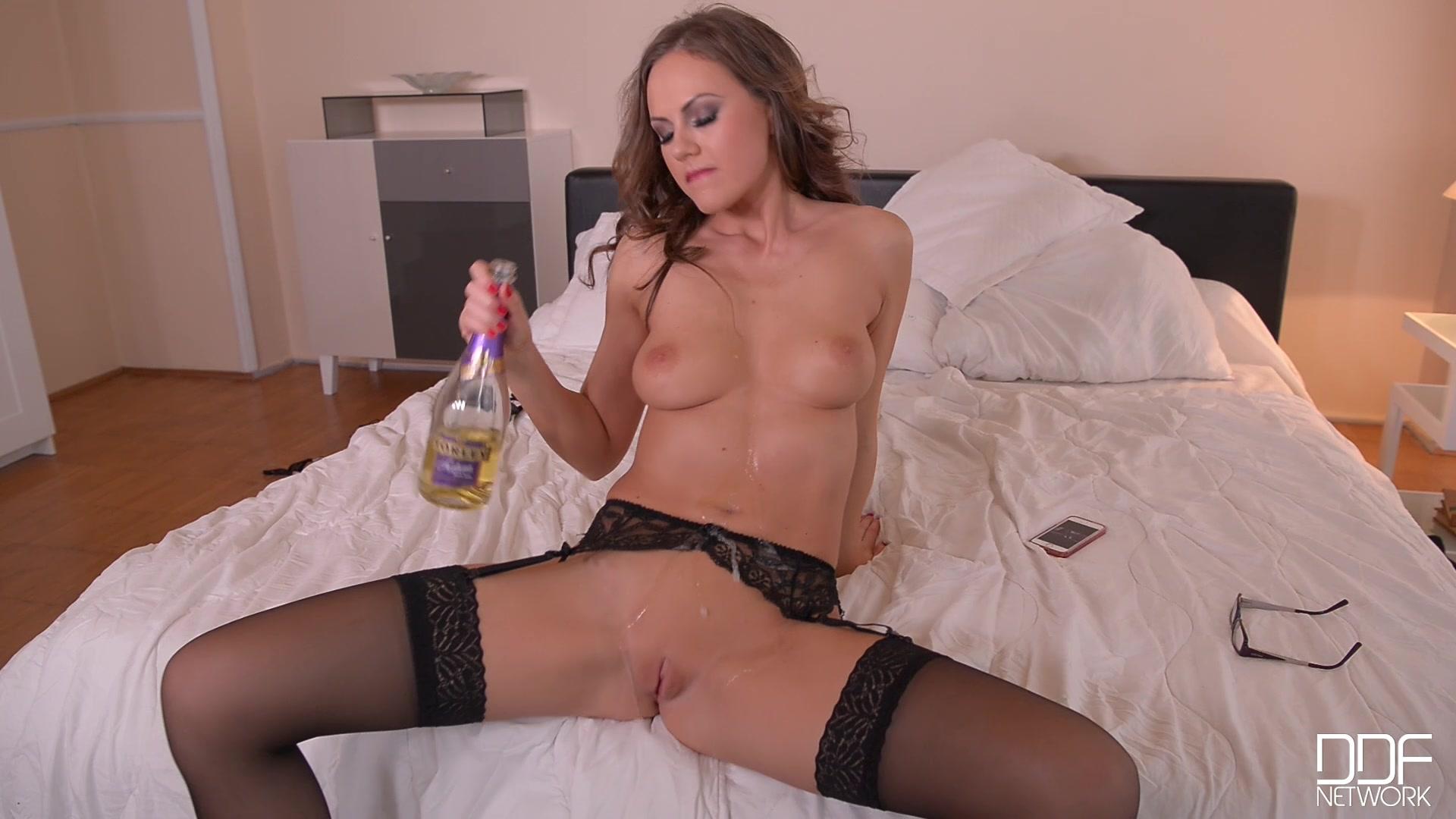 Вечерком На Даче Мужик Трахает Свою Голую Жену Порно И Секс Фото С Голыми Девушками И Парнями