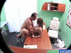Секс в кабинете врача во время утренней планерки