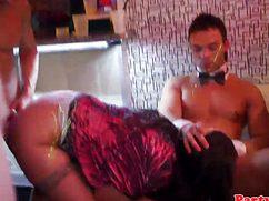 Секс в ночном клубе между выпившими посетителями