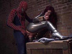 Молодой понравился ошеломительный секс с человеком-пауком