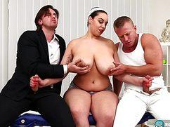 Тельная пышногрудая дама получила трах на массаже