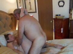 Толстый вдувает раком свою сексуальную благоверную