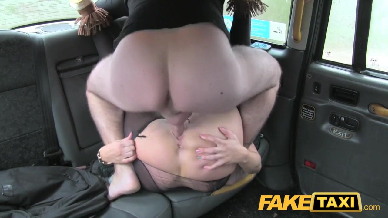 Секс в такси с пассажиркой в трусиках