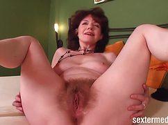 Сексуальная бабуля захотела разврата в спальне
