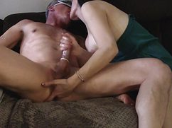 Дрочит и делает массаж простаты для своего мужа