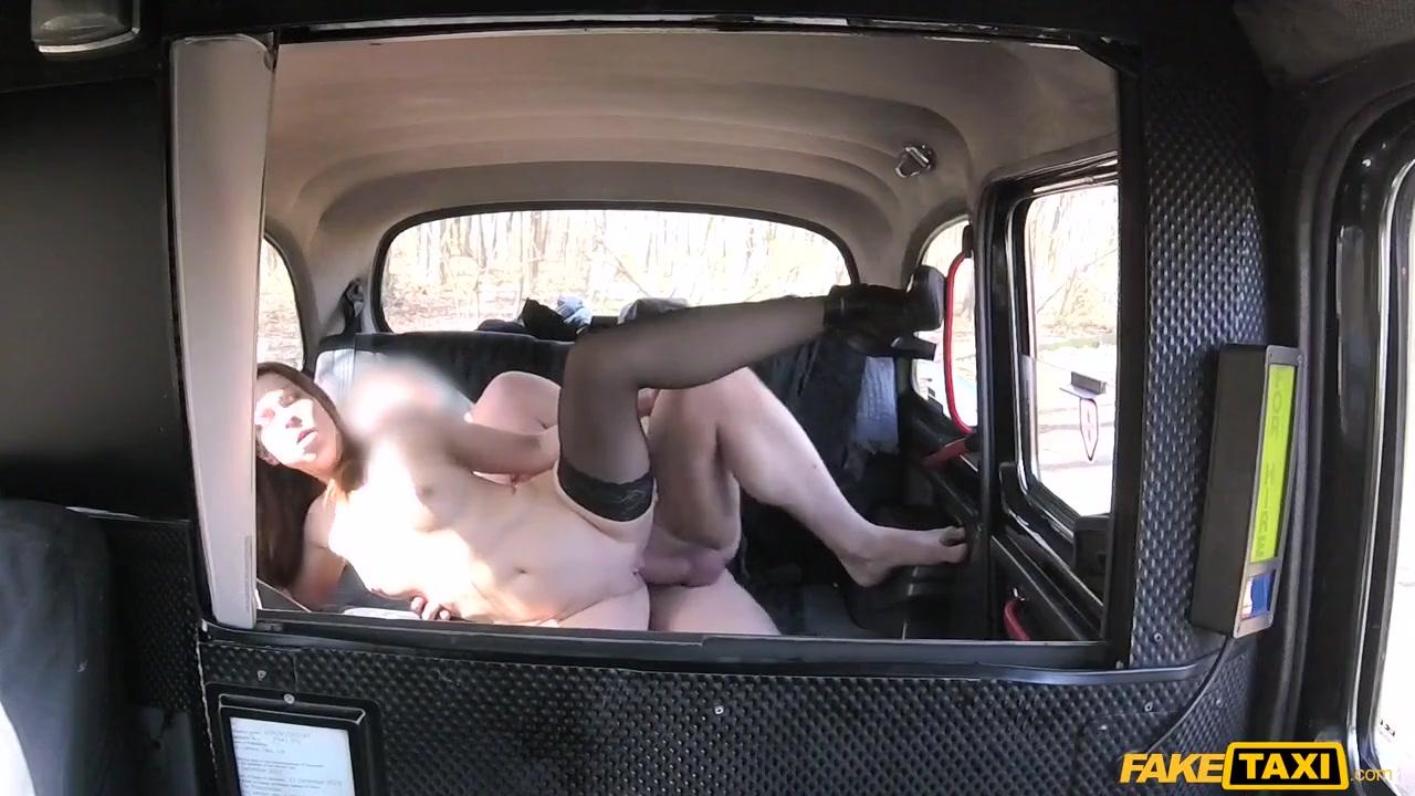 Молодая англичанка в порно такси