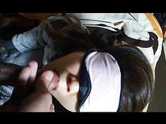 Сосет с повязкой на глазах оттопыренный болт