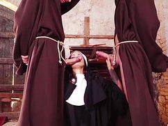 Неумолимые монахи трахают монашку во все дырки