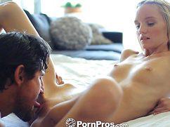 Секс с маленькой грудью у девушки, но с красивым личиком