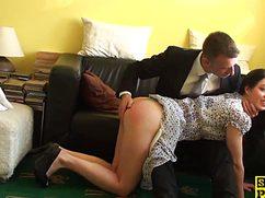 Деловой мужик поиграл в интим с секретаршей