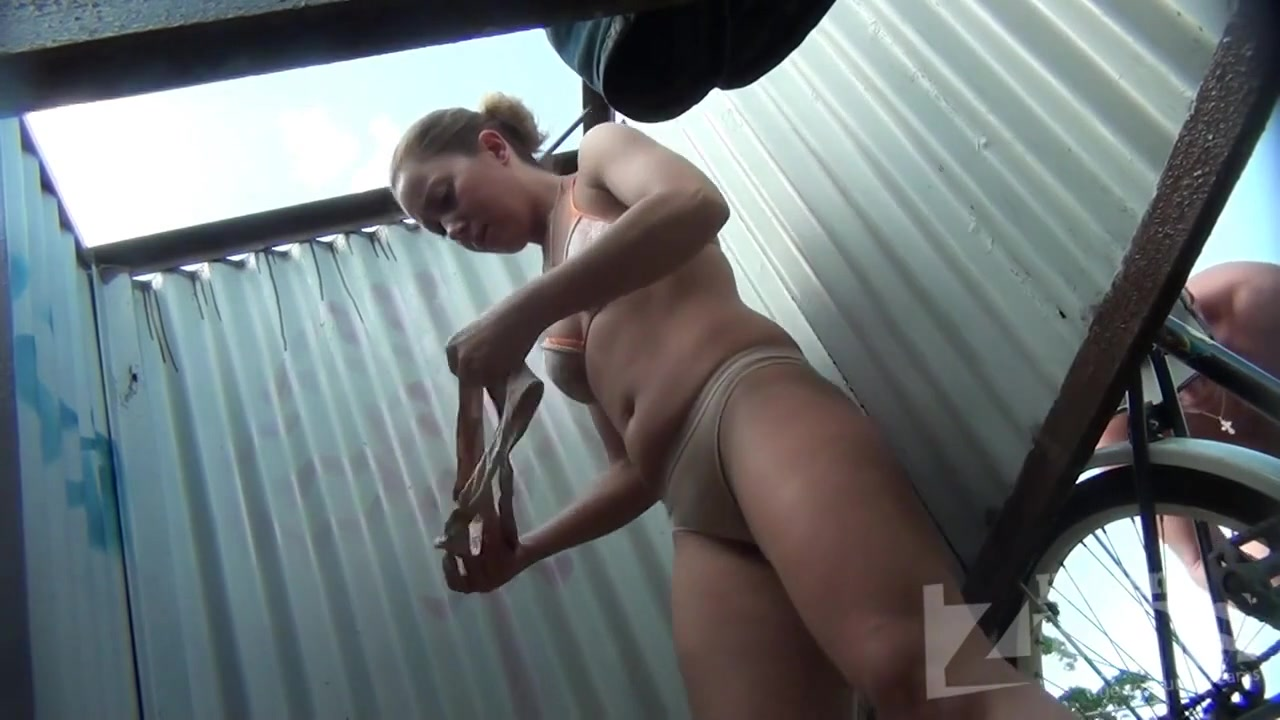 Фистинг порно девчонку спалили в раздевалке порно видео сквирт онлайн