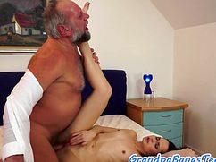 Корыстная тёлочка развлекает мажорного деда