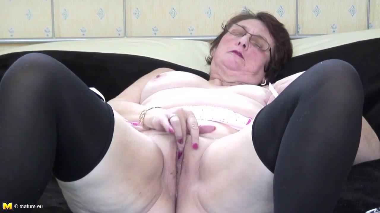 Женская щель в спальне мамки ссат рот