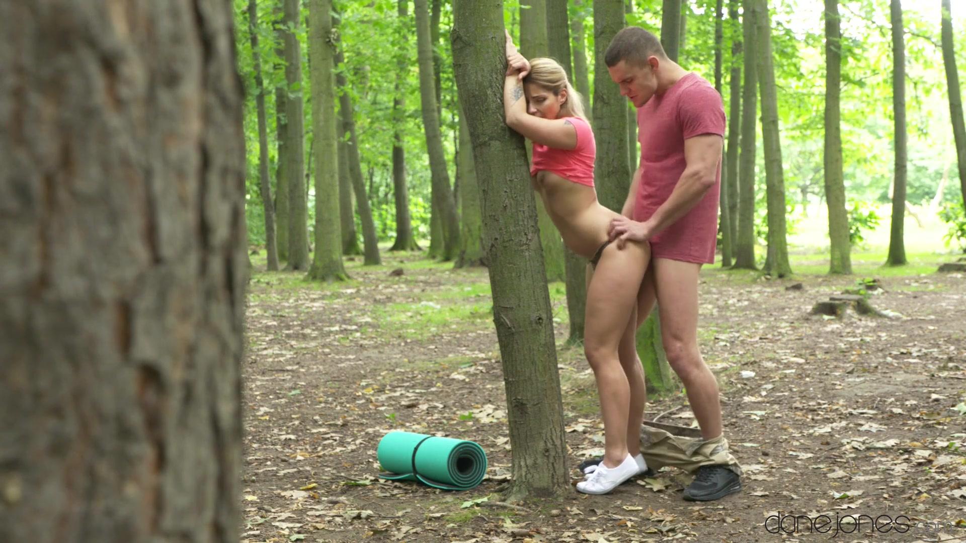 В лесом секс