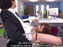 Стремительно возбужденный босс дал секретарше в рот