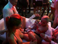 Ебля в ночном клубе между выпившими партнерами