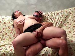 Очкастый итальянец трахает толстую жену под видеозапись