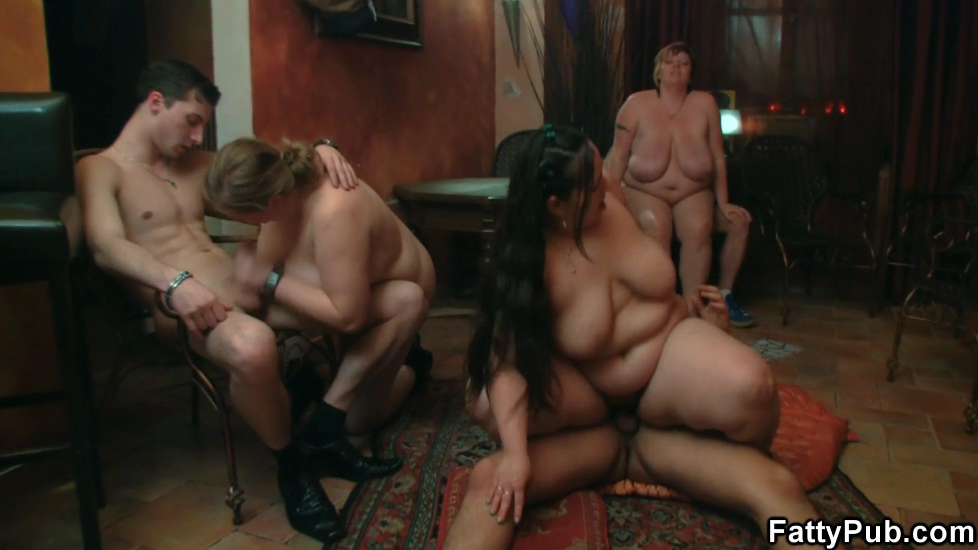 Порно видео ебут жену всей толпой в hd