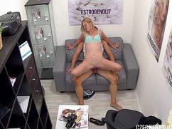 В клинике на собеседовании девушка трахается с врачом