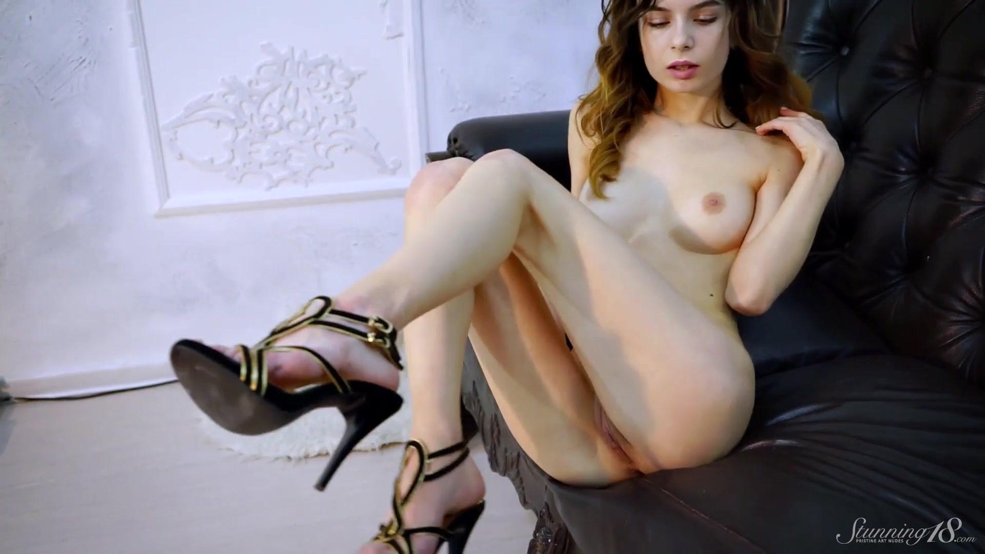 Девушки трахаются с огромными деревянными палками порно видео, смотреть онлайн девушка просит секса у прохожего русское