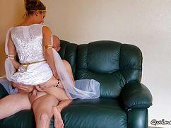 Лысый проказник оттрахал девушку в платье