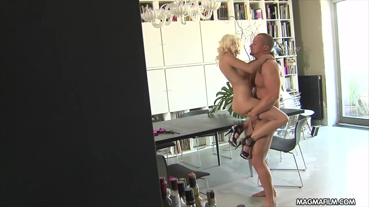 Жопа накаченный самец ебет грудастую девку фото подборки женских
