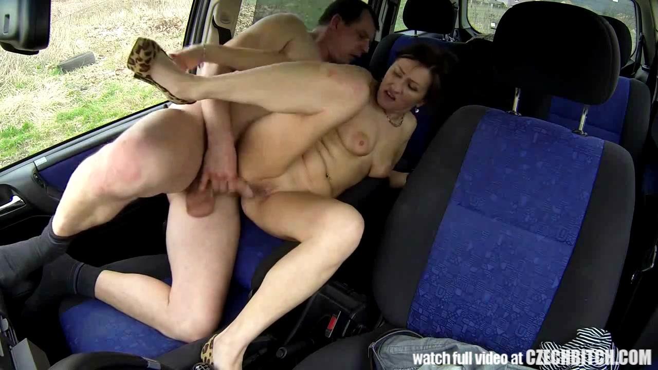 porno-video-perepolneniy-avtobus-paren-etim-vaspolzevalsya