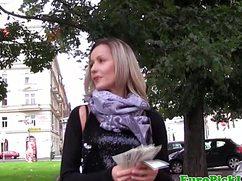 Шикарная самка разделась за деньги и показала интимные места