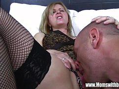 Горячий жеребец устроил жесткий секс в киску зрелой даме