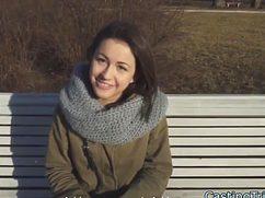 Застенчивая девушка согласилась на секс кастинг