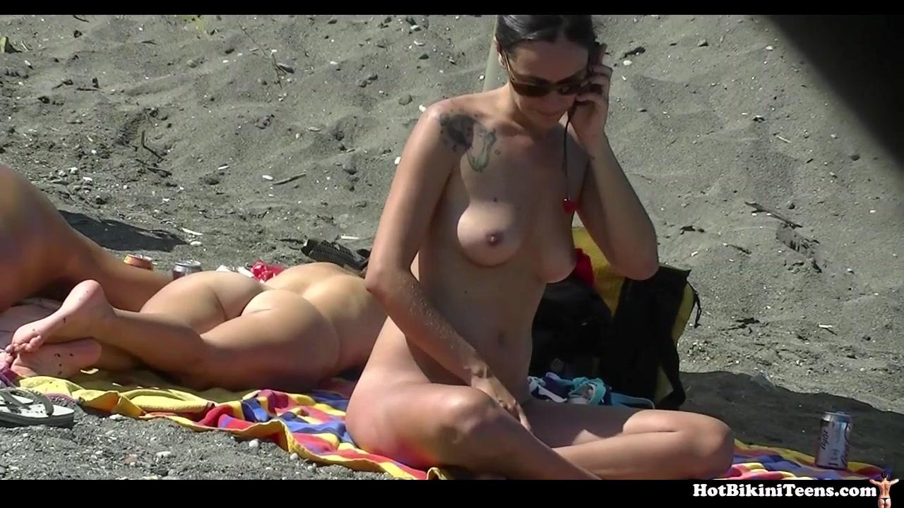 razdevayutsya-v-dushe-golie-seksualnie