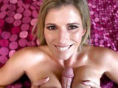 Гонясь за оргазмом трахает возбужденную жену