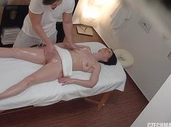 Телочка отдается массажисту в намасленную кисочку