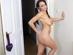 Отличная сексуальная девушка показала титьки на вебку